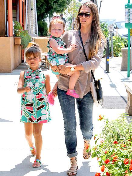 Jessica Alba carts around her two matching cuties, Honor and Haven!