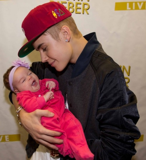 5 of the cutest justin bieber meet and greets page 4 of 6 celeb 3 of 5 how cute justin and a future fan in saskatoon canada during the believe tour m4hsunfo