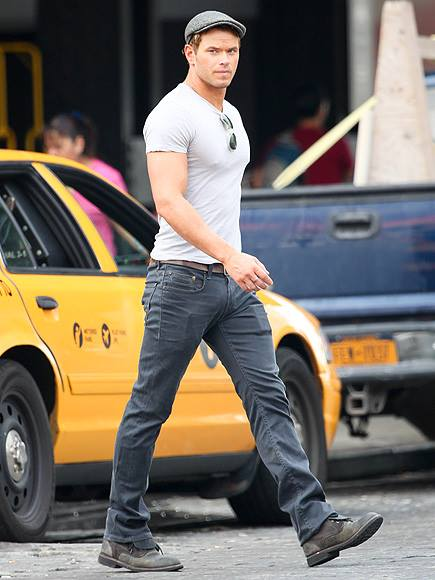 Kellan Lutz struts his stuff! Who is your favorite dude from the 'Twilight' franchise?