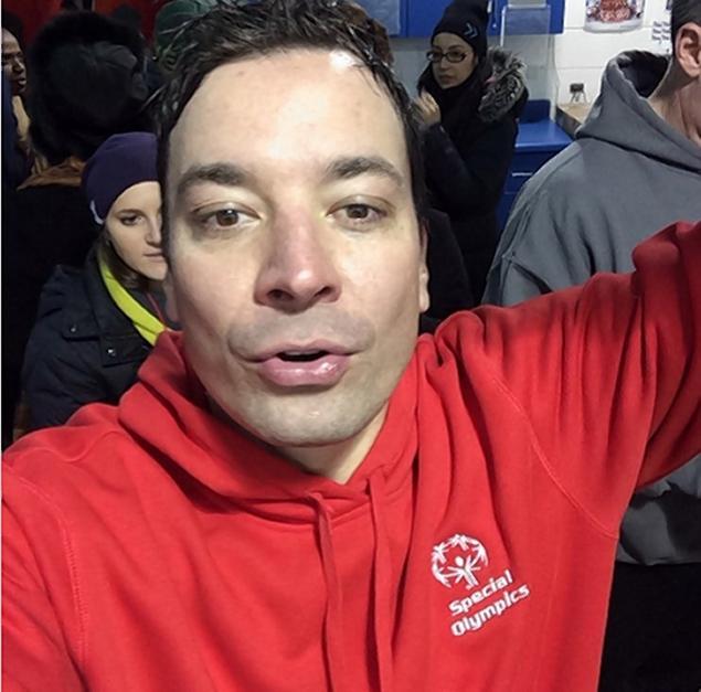 Jimmy Fallon Takes Polar Plunge Alongside Chicago Mayor Rahm Emanuel