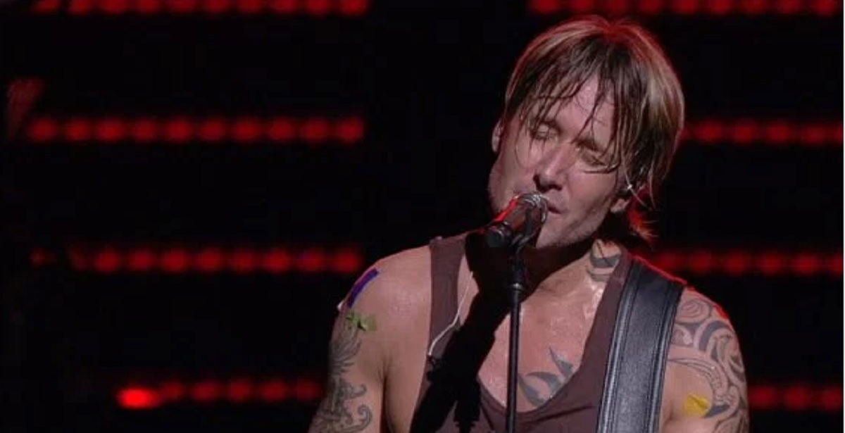 "Keith Urban delivers a moving performance of ""One"" for the Orlando victims . . . [Video]"