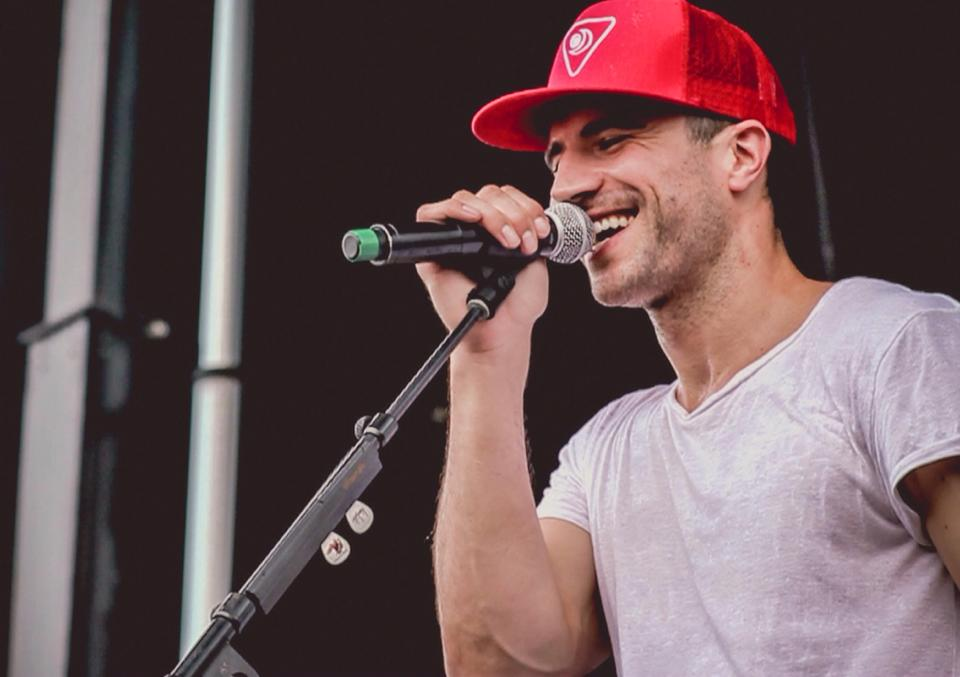 sam hunt smiling
