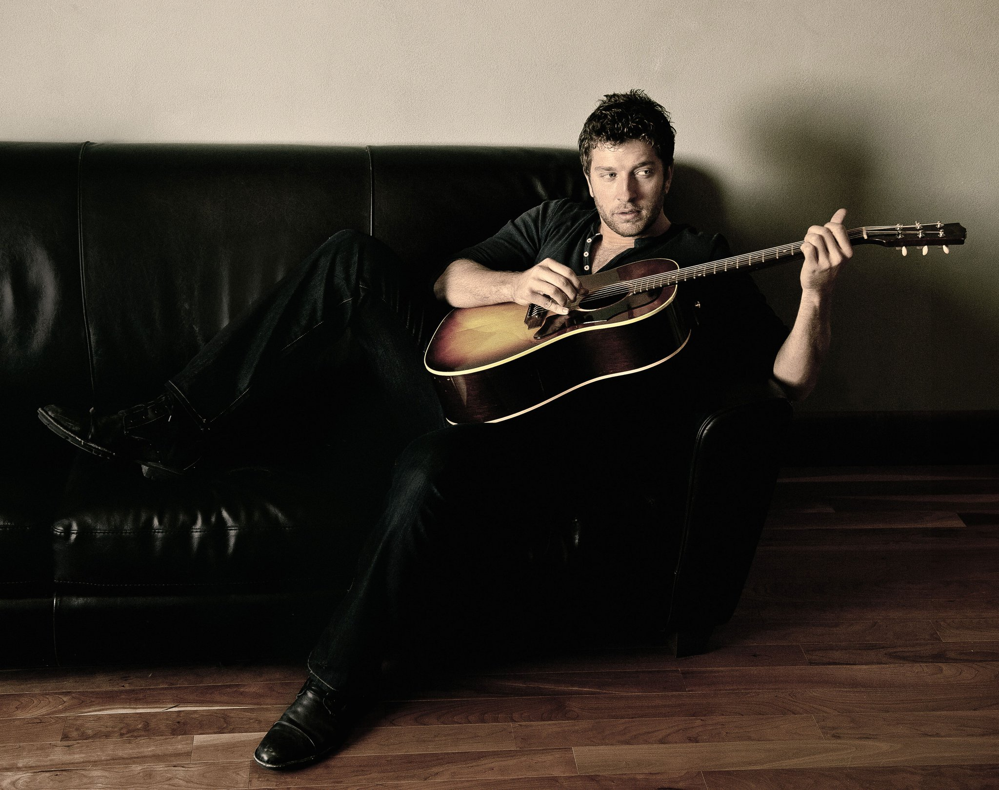 Brett Eldredge with guitar