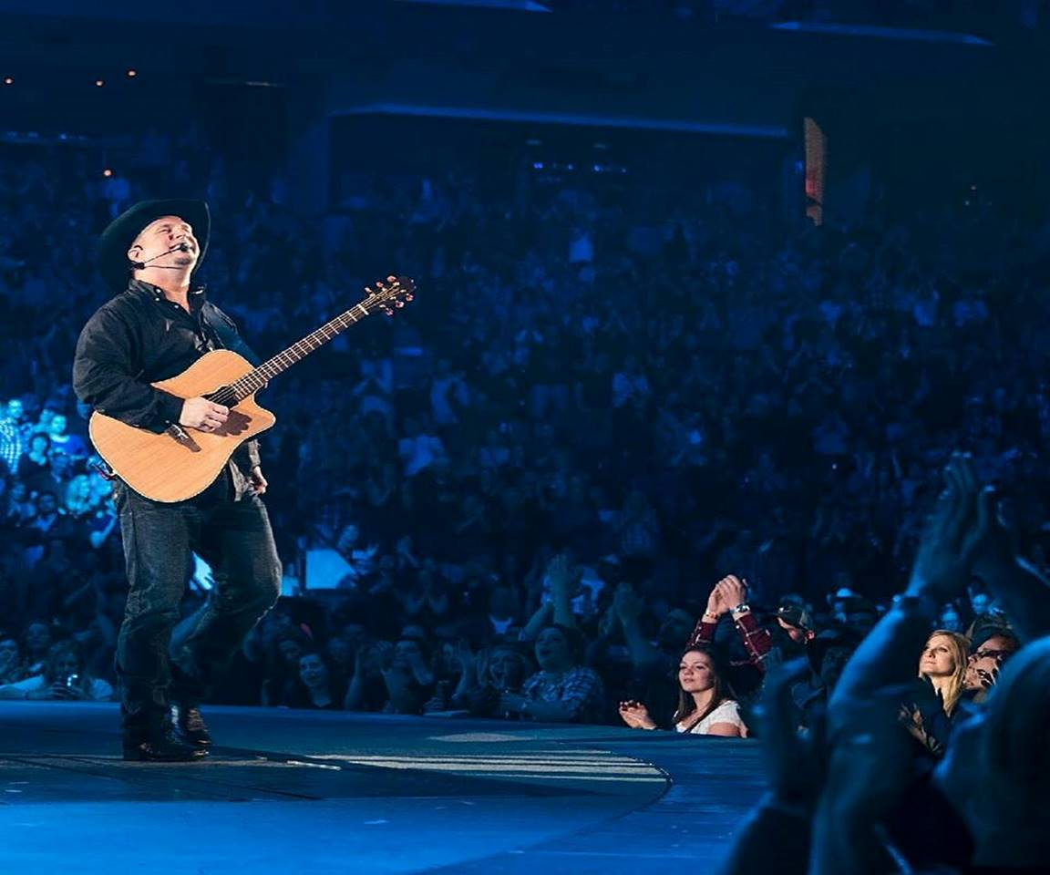 Garth Brooks on tour