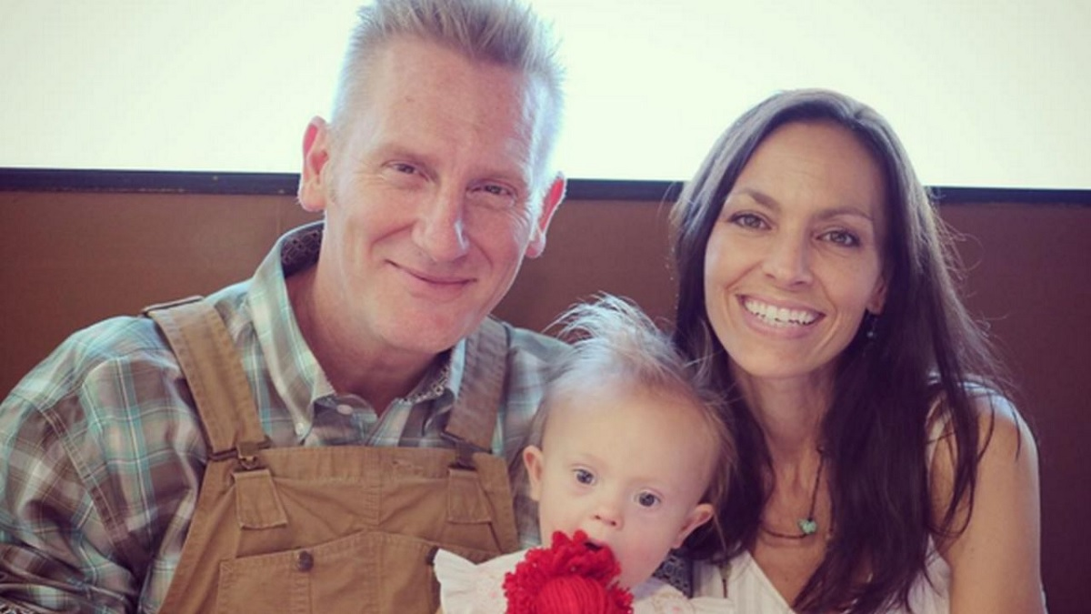 "Rory Feek Releases Official Movie Trailer for his documentary tribute ""To Joey with Love"""