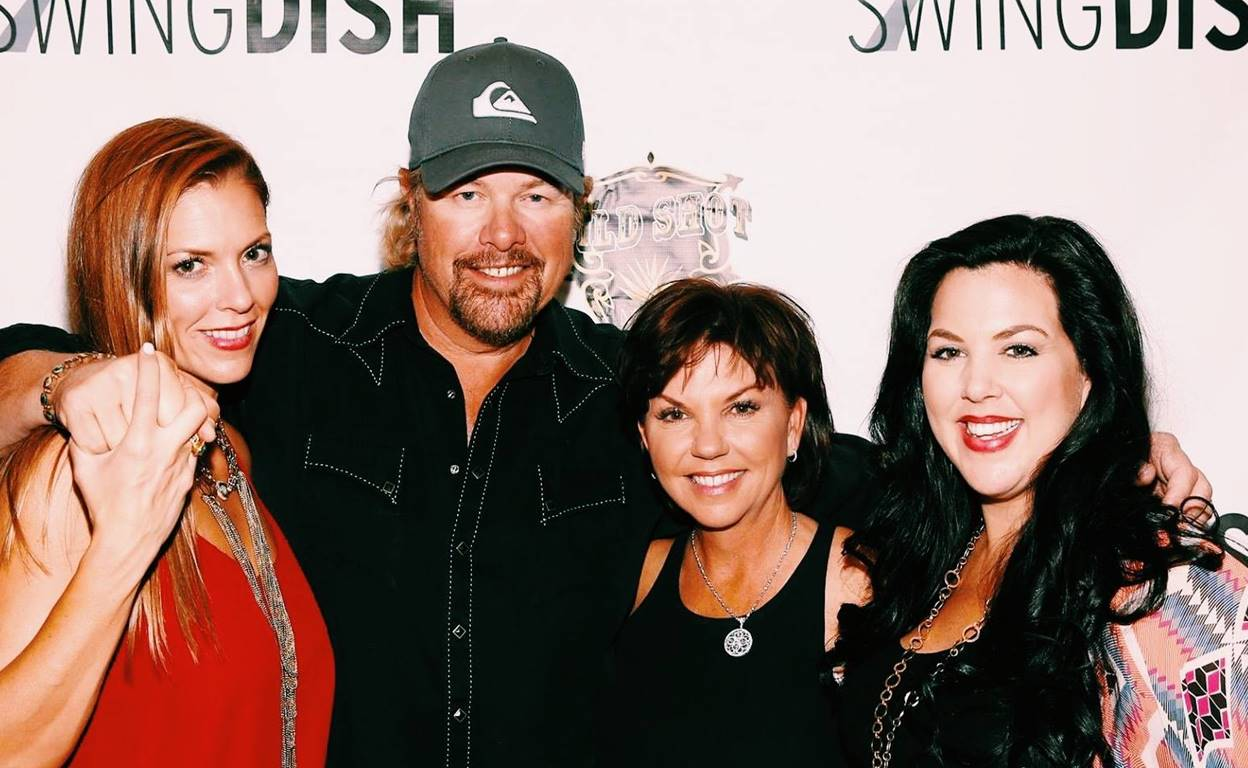 covel single men I agree how in this world is he single  18 toby keith toby keith covel, known  top ten hottest male country singers of 2018 hottest female country singers.