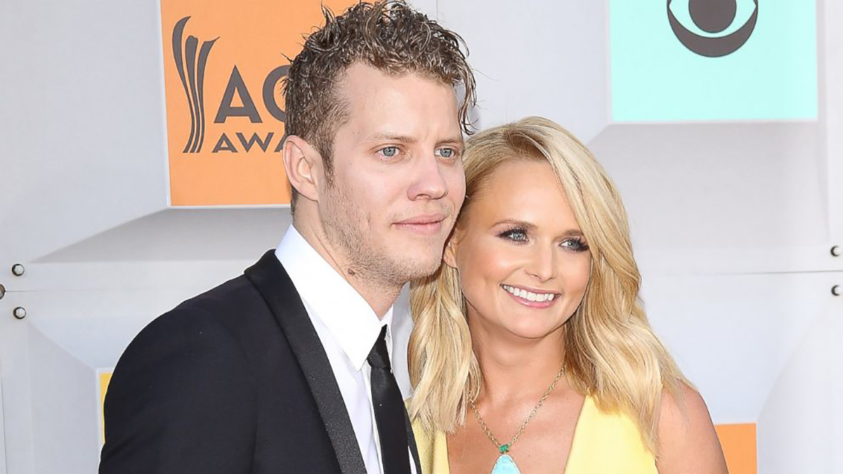 Miranda Lambert Shows Off Love For Anderson East On Stage