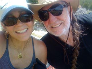 willie nelson and wife annie d'angelo outside