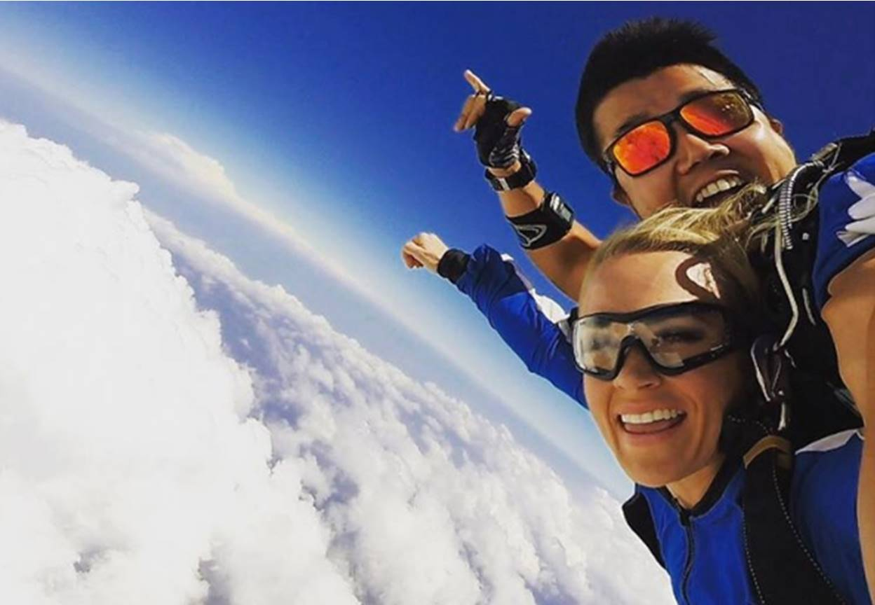 carrie underwood skydiving