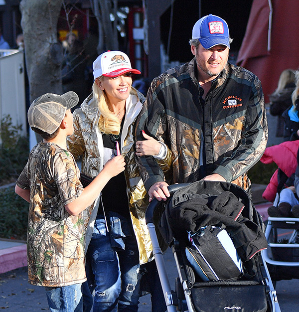 blake shelton and gwen stefani with kids
