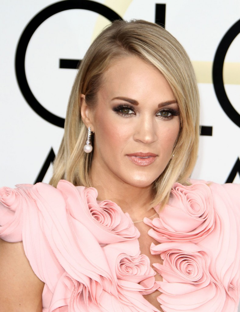 carrie underwood golden globes 2017