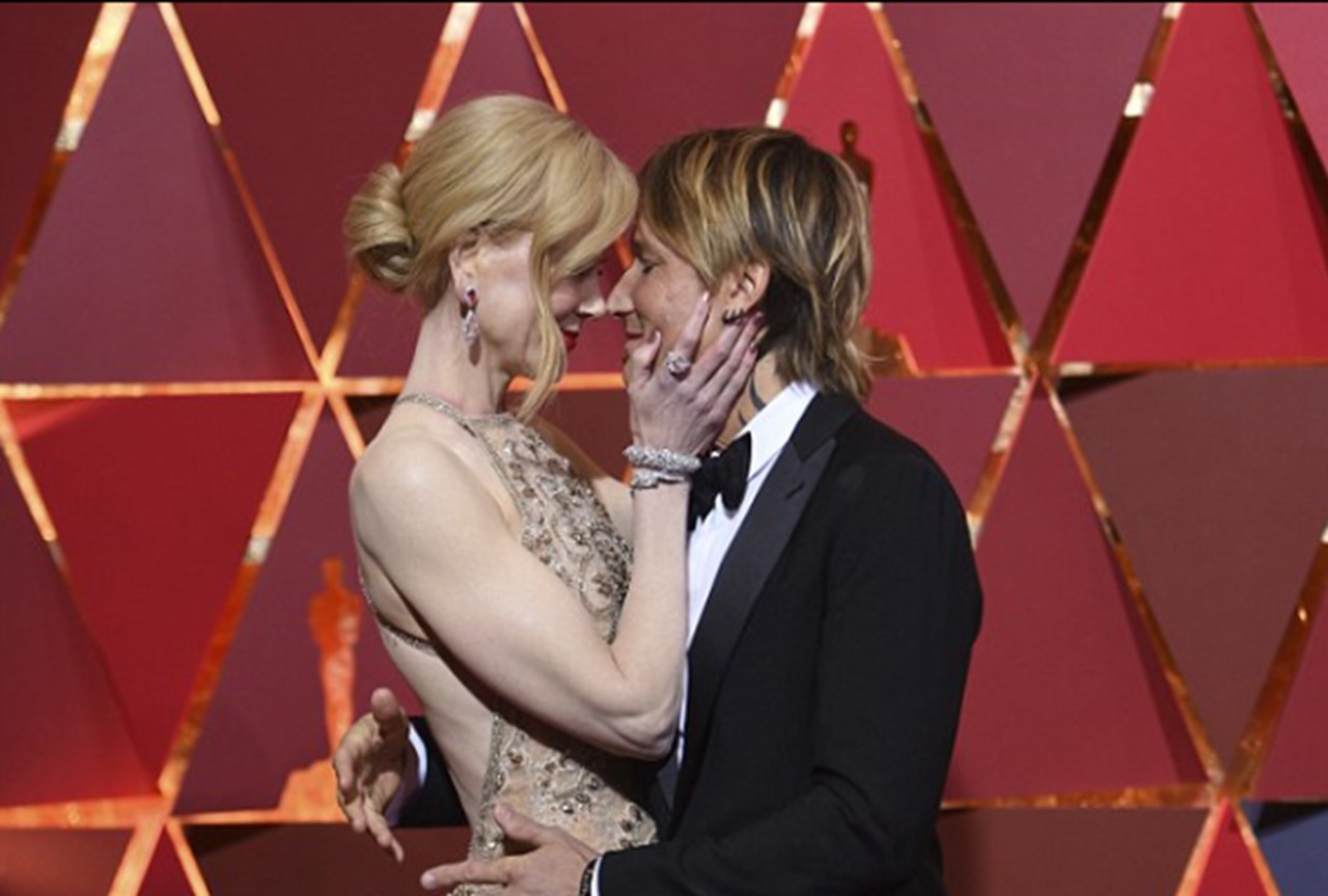 Nicole Kidman and Keith Urban Heat Up Oscars Red Carpet [Pictures]