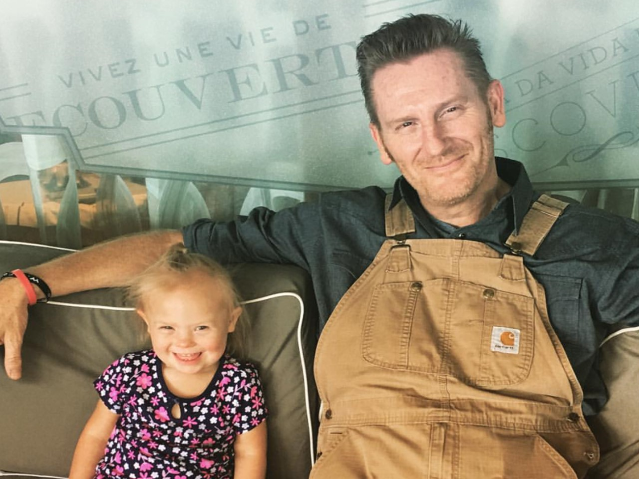 Rory Feek Shares Heartwarming Photo of Indy Enjoying Joey ...
