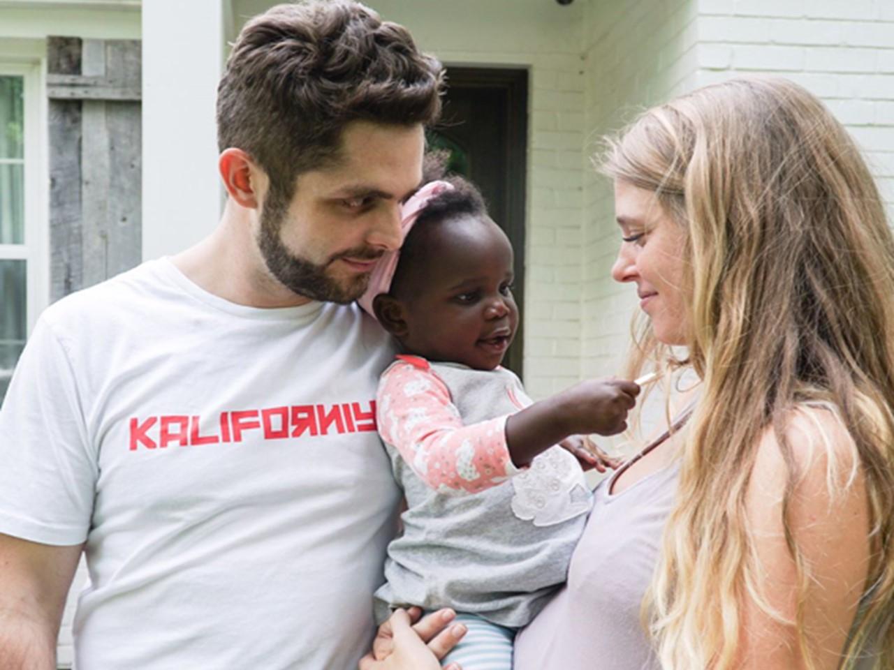 Thomas Rhett & Wife Lauren Introduce Daughter, Willa Gray Akins
