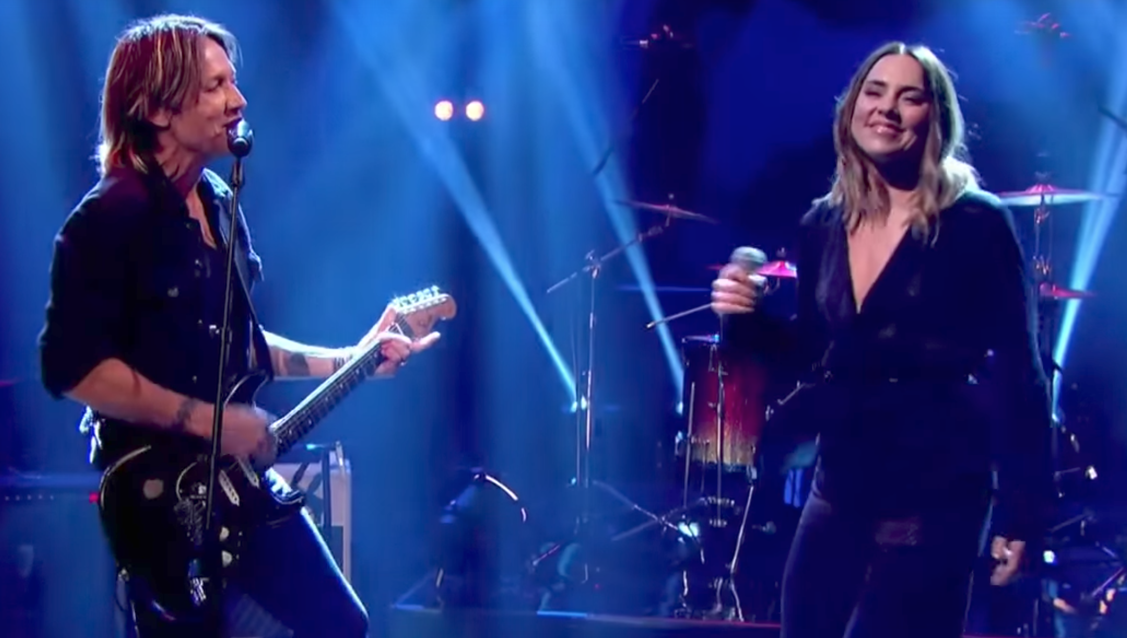 "Keith Urban Performs ""The Fighter"" With Sporty Spice"