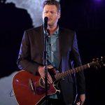 Blake Shelton Performs