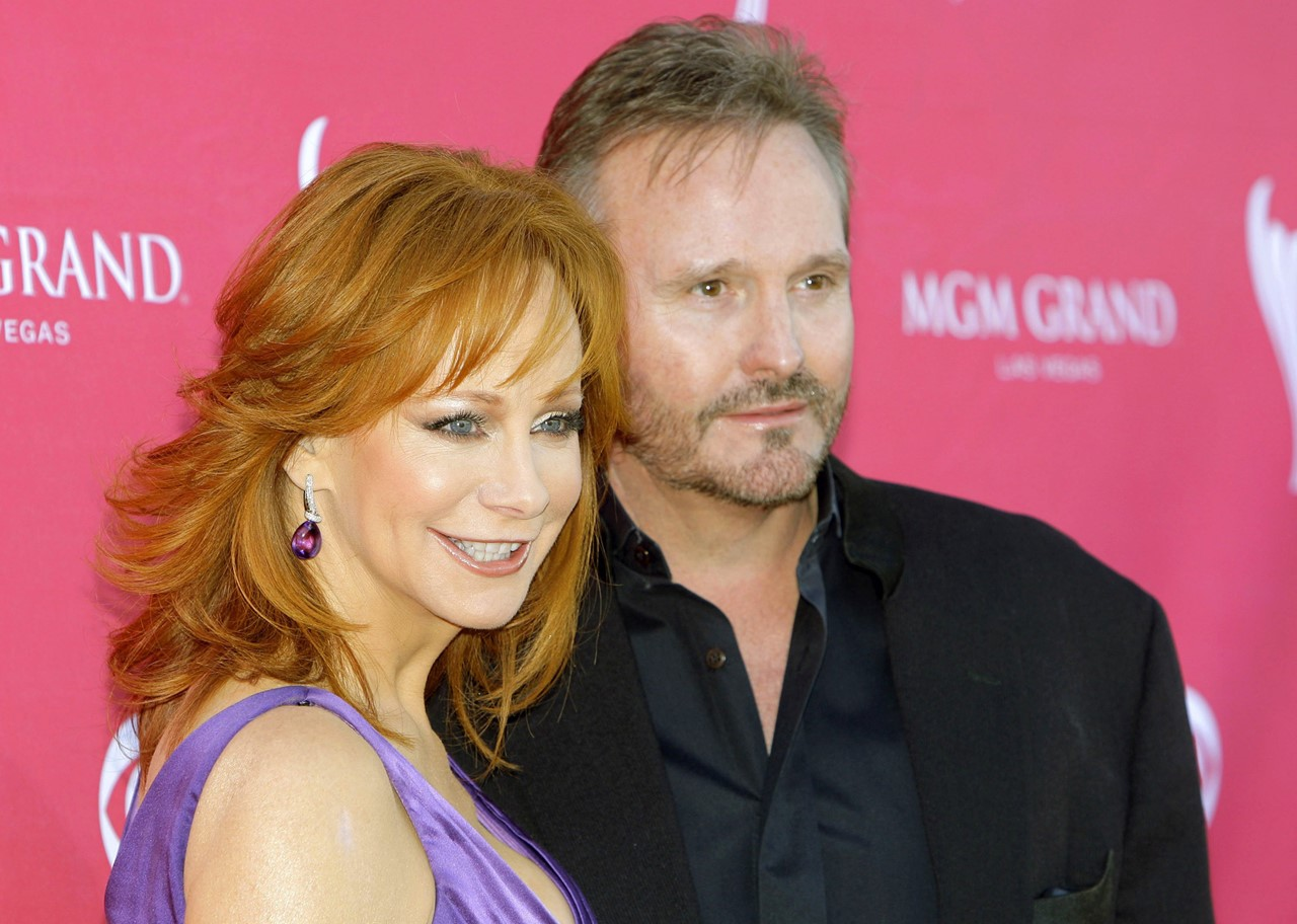Meet reba mcentire 39 s ex husband narvel blackstock for Who is reba mcentire married to now