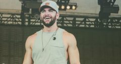 Country Singer Dylan Scott to Have a Baby Boy! [PHOTOS]
