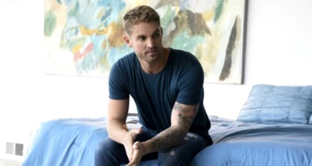 """Brett Young Releases Music Video for """"Like I Loved You"""" [WATCH]"""