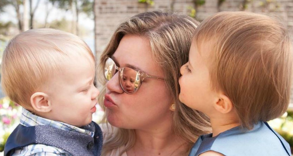 Kelly Clarkson Dishes About Her Mothering Goals