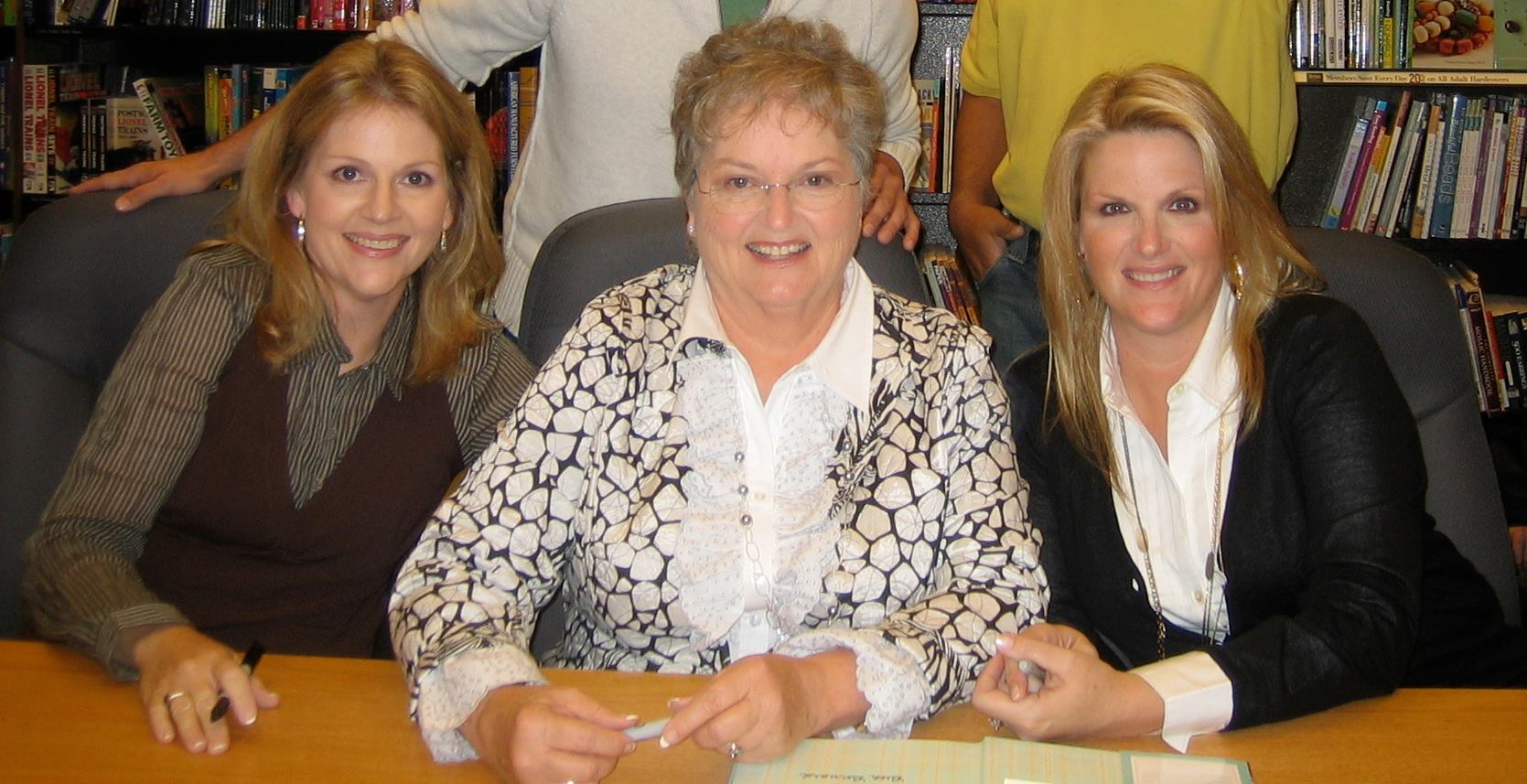 trisha yearwood with mother and sister