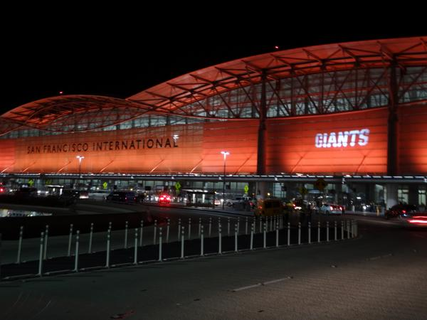 SFO Celebrates the Giants