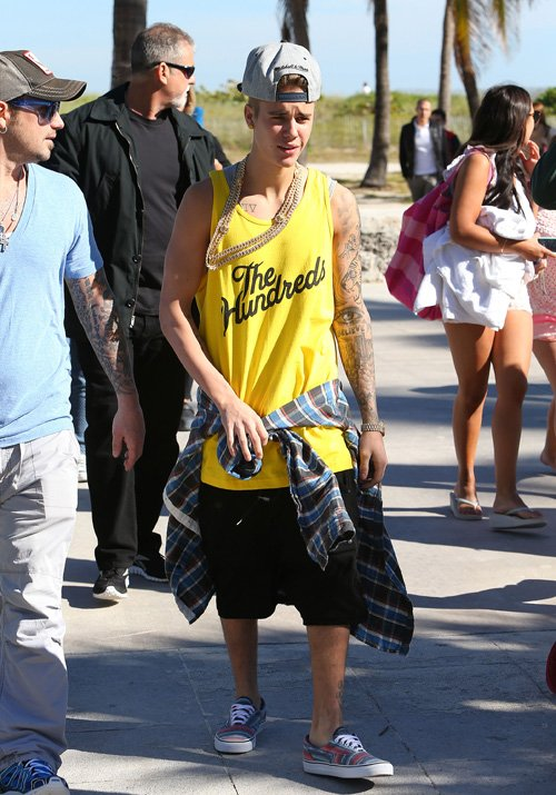 After Spending Time In Snowy Colorado The Biebs Has Moved On To Miami Fl He Spent Sun With His Father And Friends