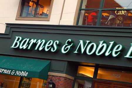 Iconic Barnes and Noble Bookstore to close in New York