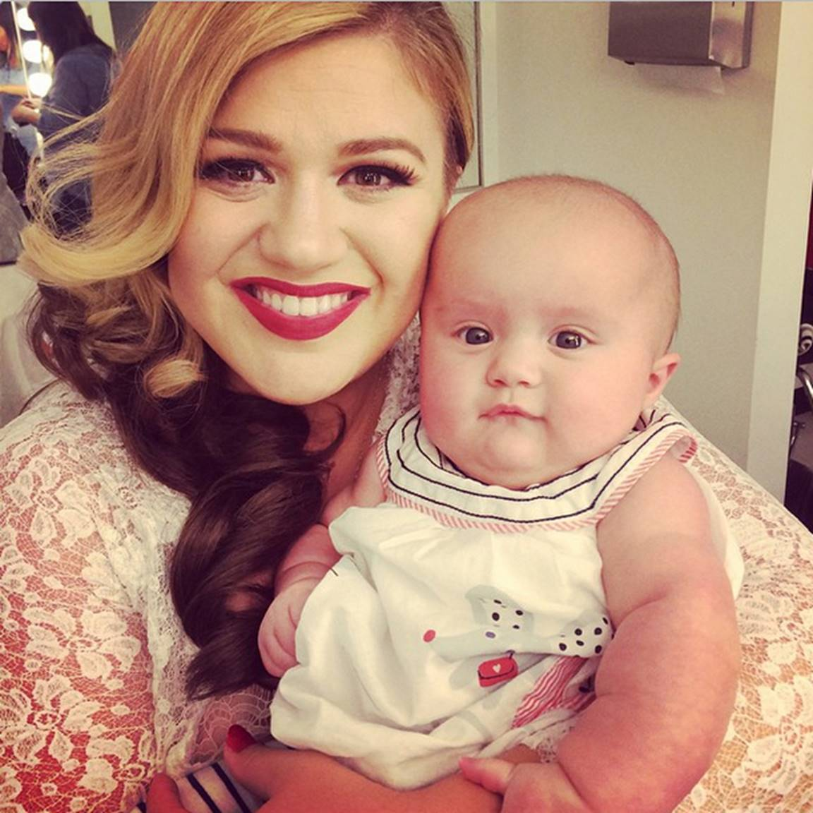 Kelly Clarkson with river rose