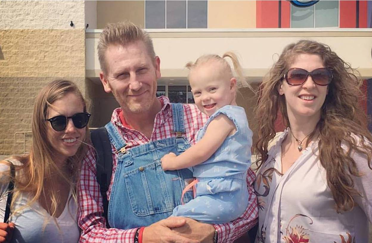 rory feek with daughters indy, hopie, and heidi