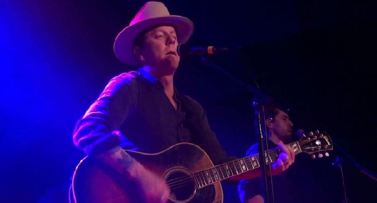"Kiefer Sutherland ""Can't Stay Away"""