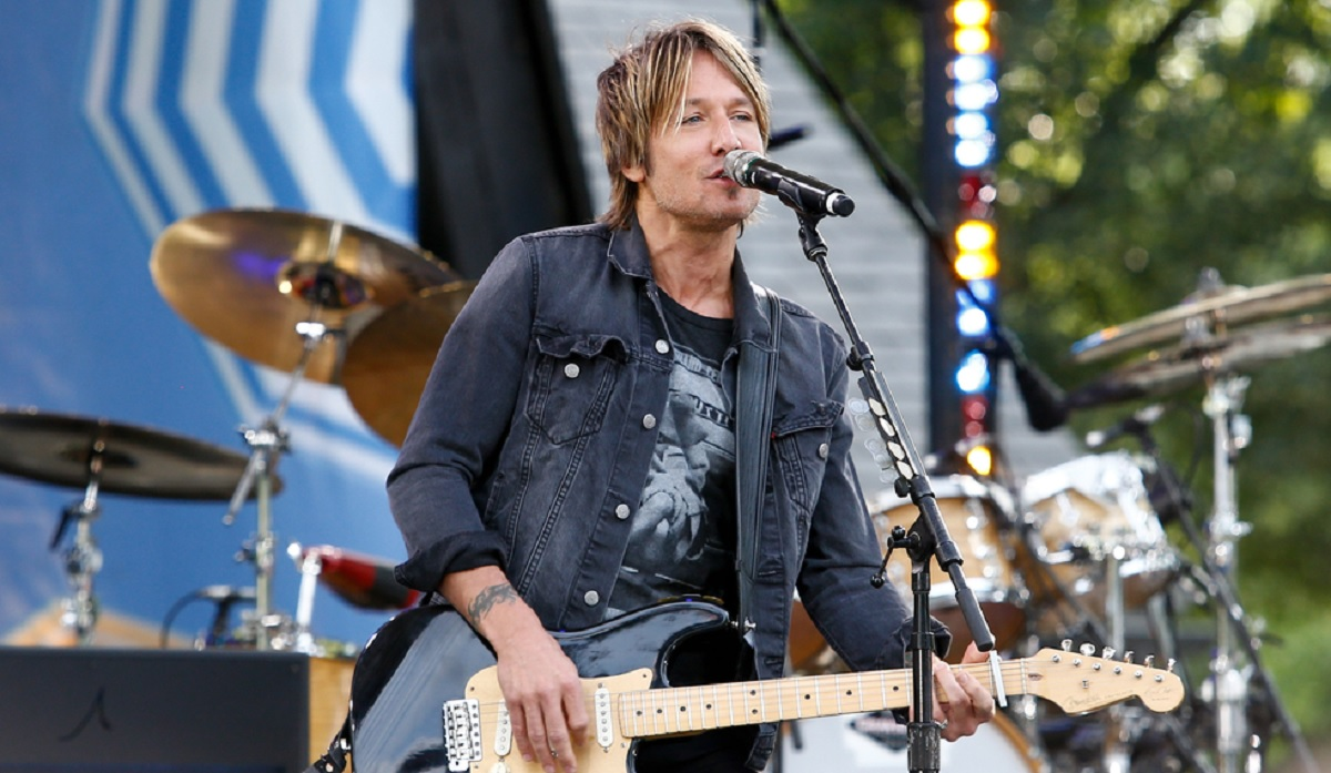 "Keith Urban Behind the Scenes for ""Break on Me"""
