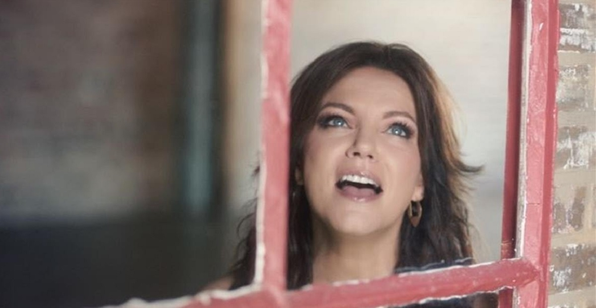 "Martina McBride ""Just Around the Corner"""