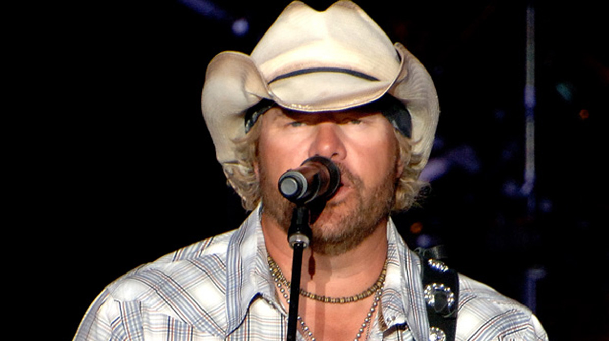 Toby Keith Mashes Together A Touching Merle Haggard Tribute [Watch]
