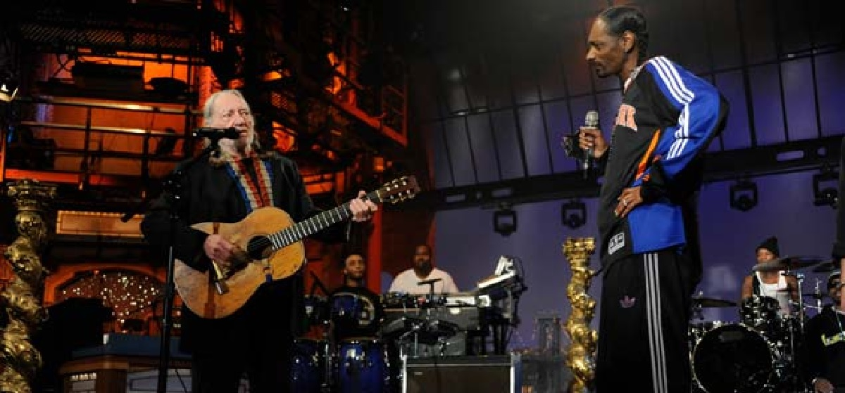 "Willie Nelson and Snoop Dog Perform ""Superman"""