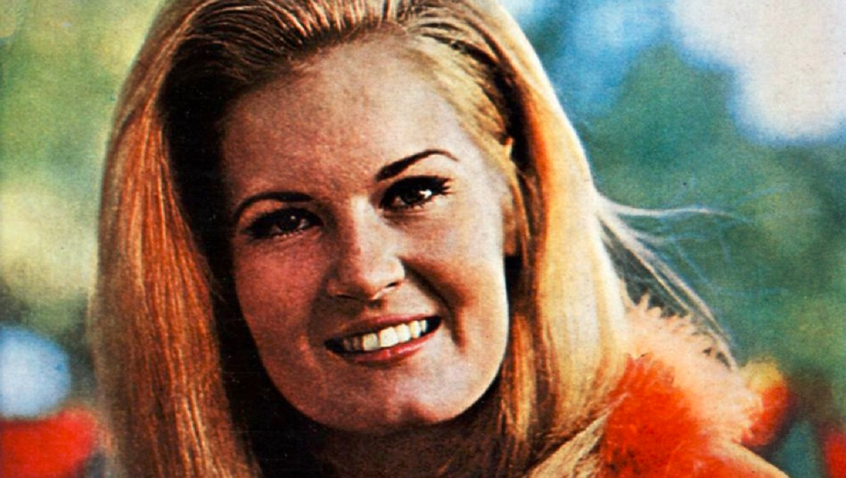 In Memory of Female Country Singer Lynn Anderson