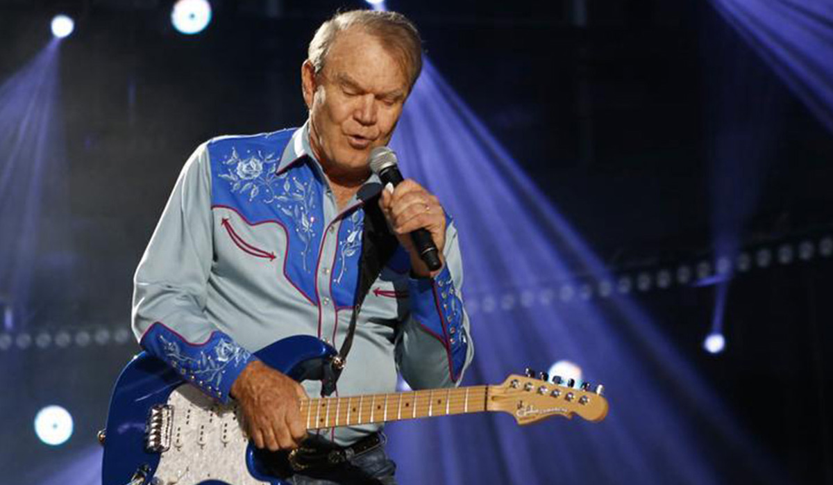 Glen Campbell preforming with Alzheimers