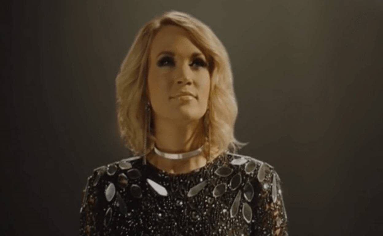 carrie underwood sunday night football