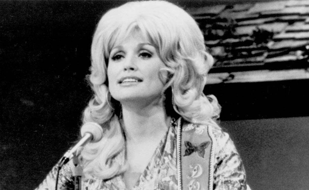 15 Superbly Entertaining Dolly Parton Facts