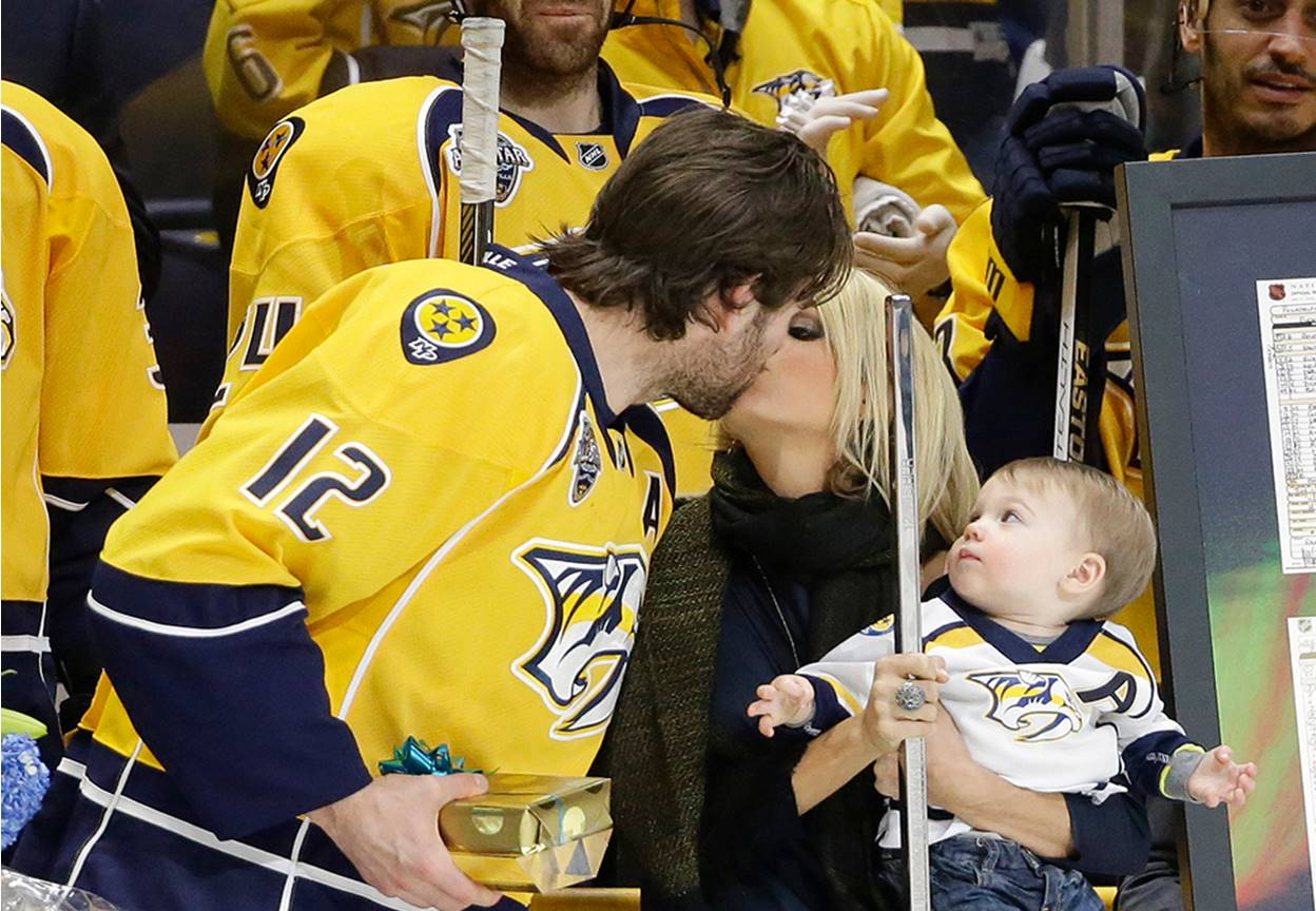 carrie underwood shows off baby bump ForMike Fisher And Carrie Underwood Baby