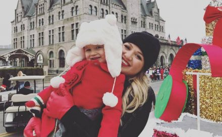 Kelly Clarkson Christmas Eve.Kelly Clarkson Pens Holiday Themed Children S Book