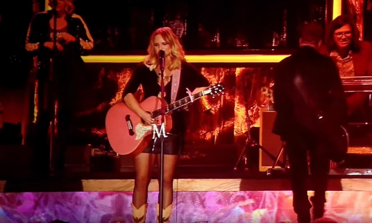 miranda lambert fan collapses