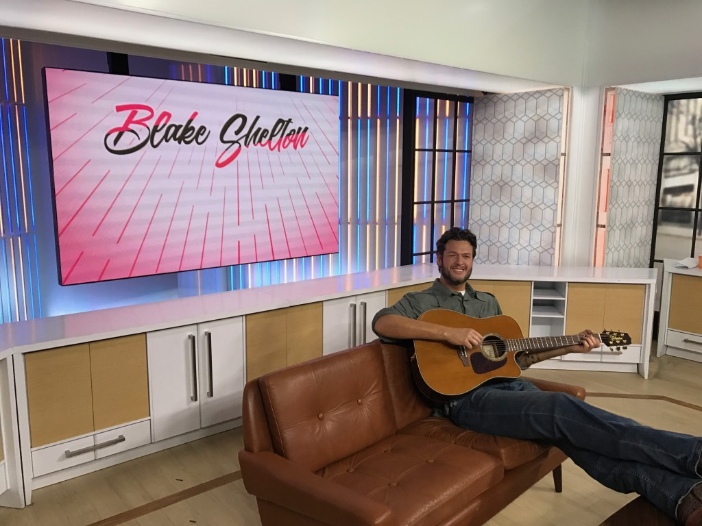 blake shelton wax figure