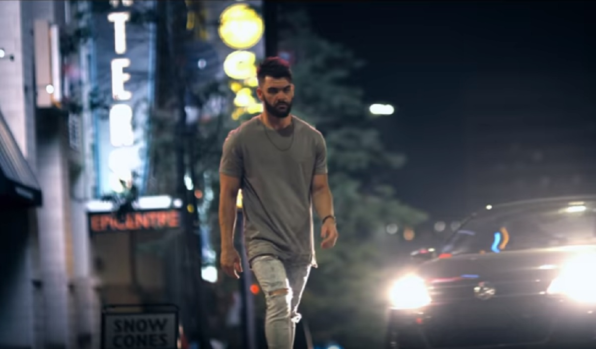 Dylan scott hooked music video for Fishing in the dark lyrics