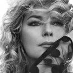 "Shania Twain Admits She Had To Be Encouraged Into ""Prettiness"""