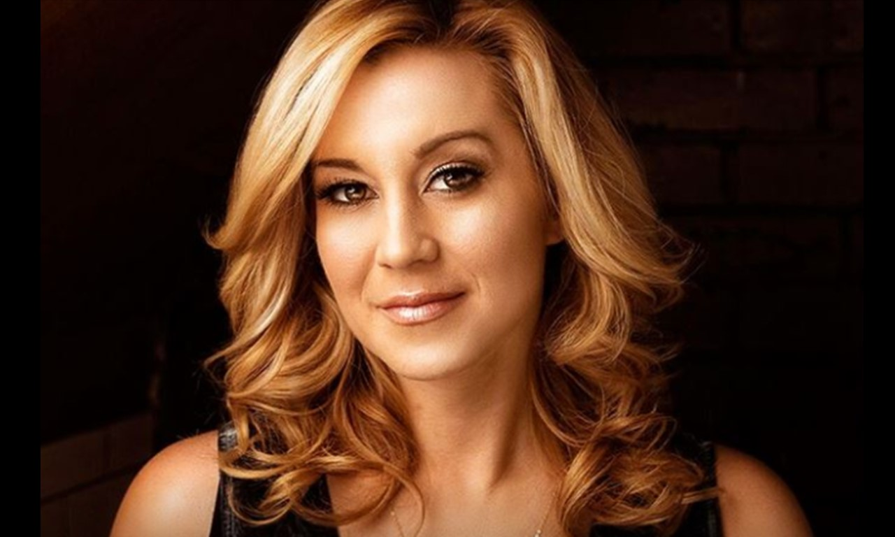 kellie pickler if it wasnt for a woman