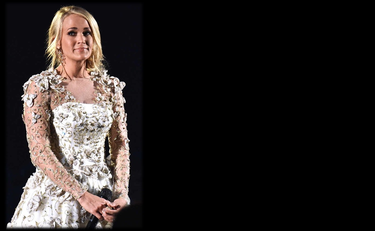 2017 cma awards carrie underwood pays tribute to those we for Carrie underwood softly and tenderly
