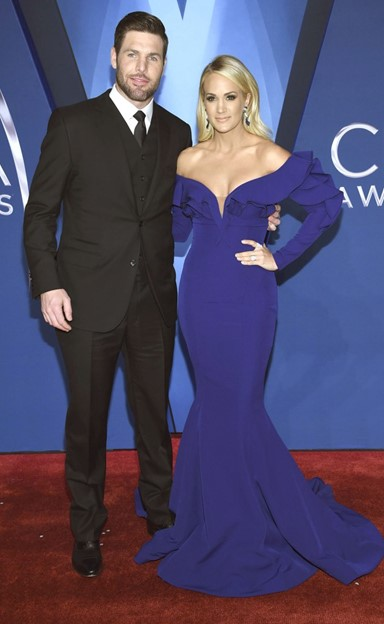 mike fisher carrie underwood cma awards