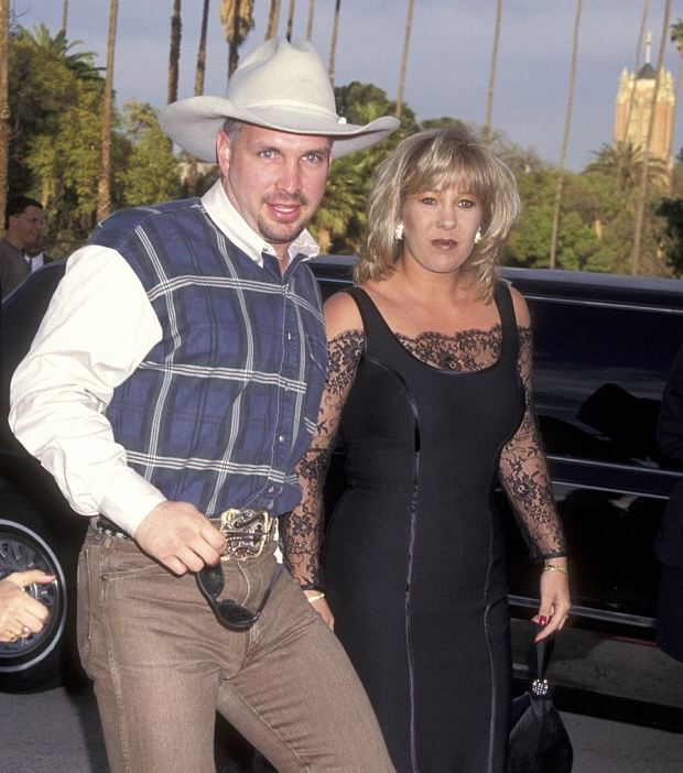 garth brooks ex-wife