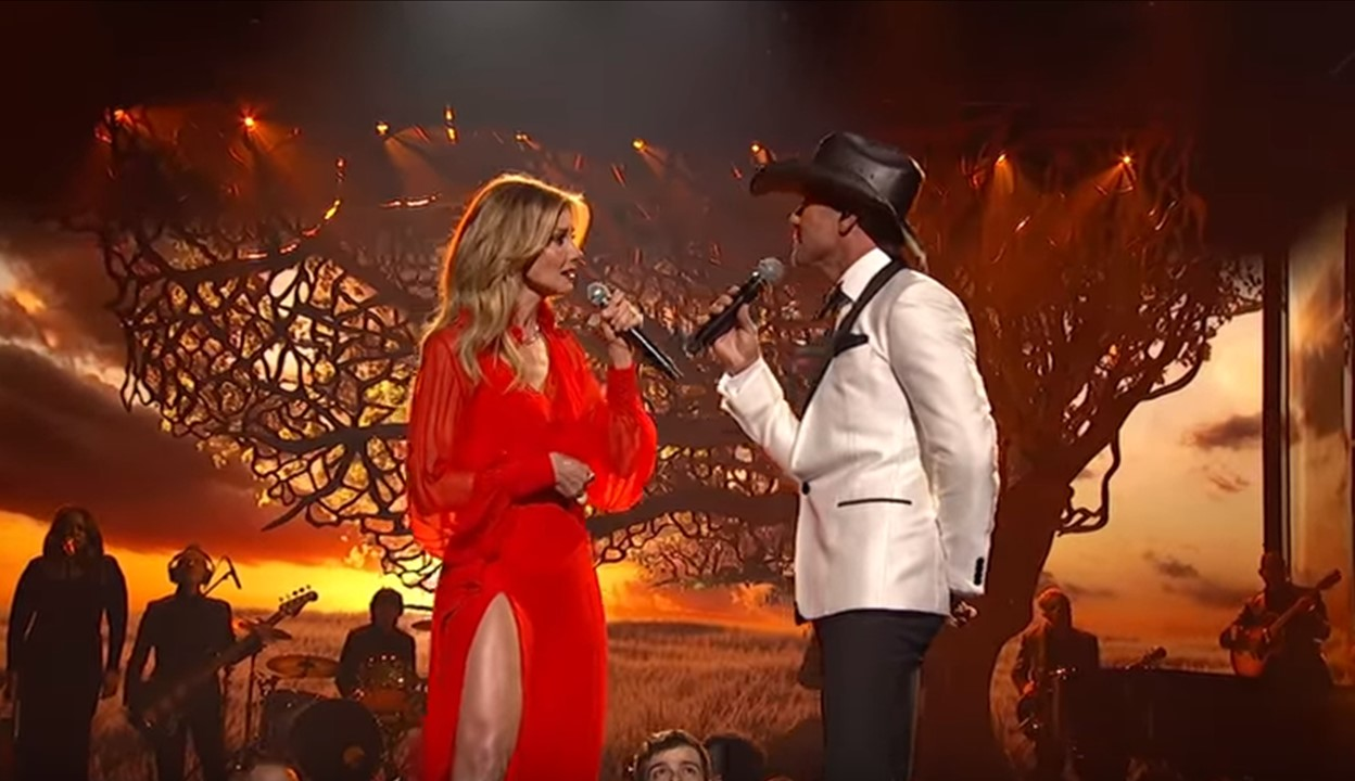 2017 Cma Awards Tim Mcgraw Faith Hill Perform The Rest